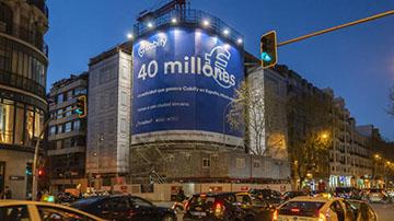 Cabify instala dos lonas publicitarias que reducen la contaminación del aire