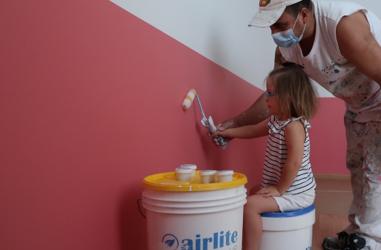 Pintan un centro de atención al Down con una pintura que repele virus y bacterias